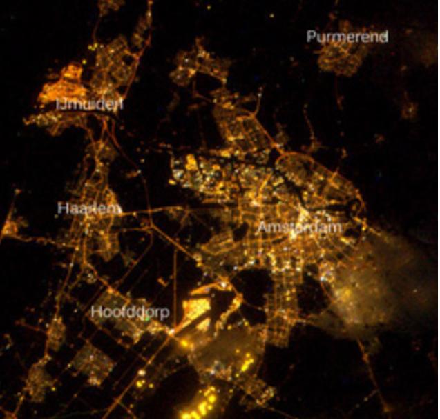 Foto van Nederland in het donker vanuit ISS-station (Scientias, 2012)